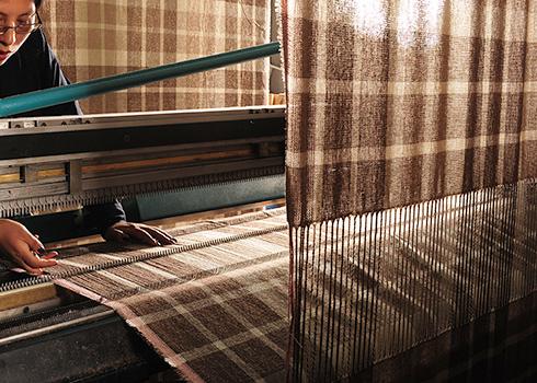 ペルーの工場にて、折り機の画像