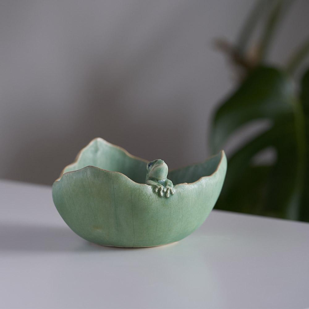 葉小鉢 雨蛙